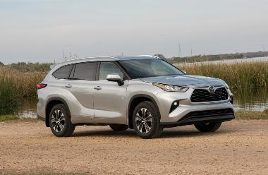 2020_Toyota_Highlander_XLE_Front_right